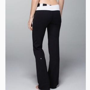 Lululemon Astro Pant, Black White,  Size 4 Regular